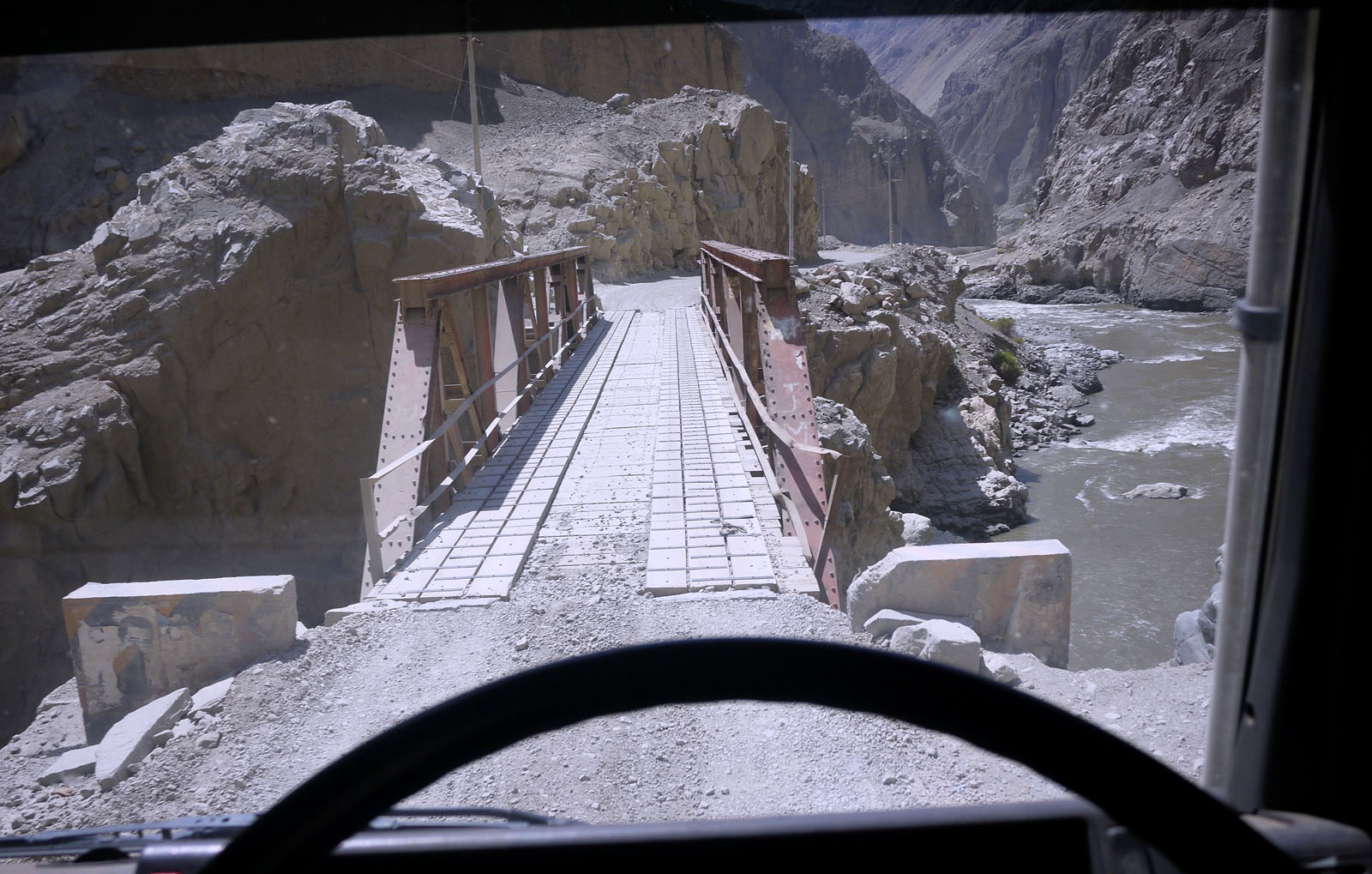 Weak bridge peru