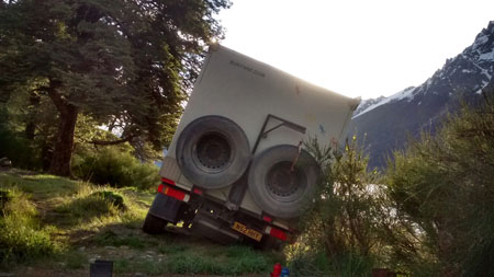 truck falls into a well in Argentina